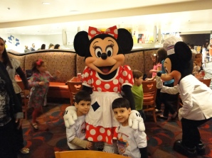 Encontro com personagens Minnie Chef Mickey`s Orlando