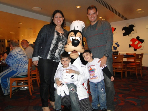 Encontro com Pateta no Chef Mickey`s Orlando