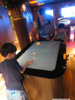 Futebol touchscreen Disney Dream, Disney Cruise Line