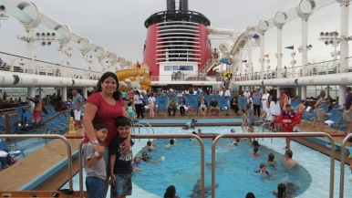 Área das piscinas no Deck 11 Disney Dream Disney Cruise Line