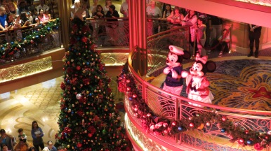 Personagens no Balcony Conhecendo o Disney Dream