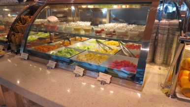 Frutas no Café da manhã Disney Dream Disney Cruise Line