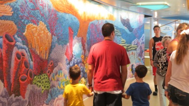 Painel do Procurando Nemo no Cabanas Disney Dream Disney Cruise Line