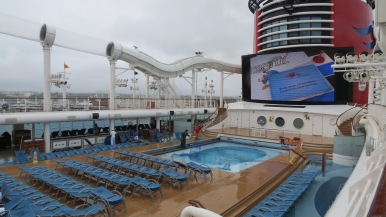 Donald Pool e Funnel Disney Dream Disney Cruise Line