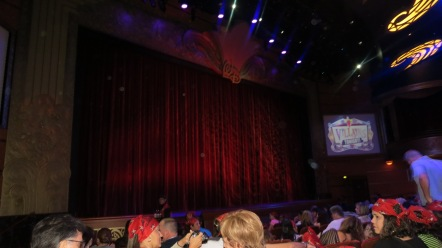 Interior do Walt Disney Theatre Conhecendo o Disney Dream