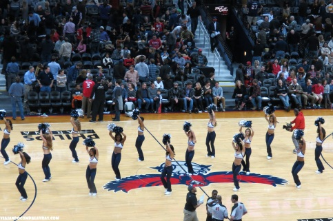 Cheerleaders e a animação da torcida Phillips Arena, Atlanta