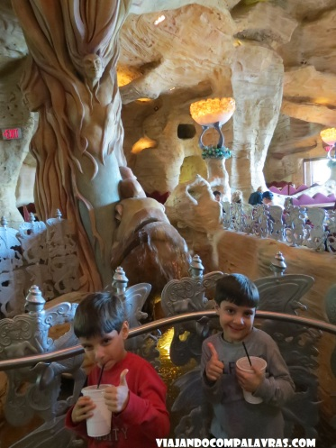 Cascata dentro do Mythos, Island of Adventure, Orlando