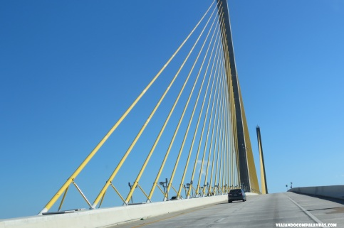 Atravessando a Sunshine Skyway Bridge, St Petersburg, Flórida