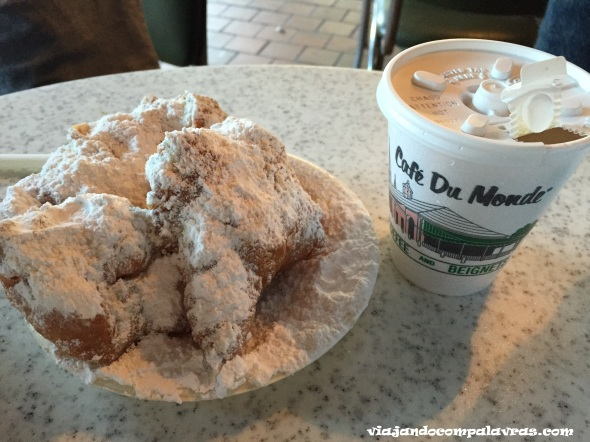 Beignets Cafe Du Monde French Quarter New Orleans